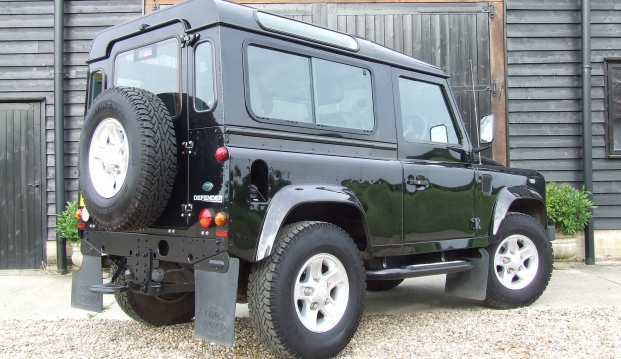 Land Rover Defender 90 XS County Station Wagon: lr17